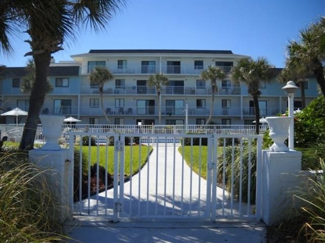 Oceanfront Condo Fabulous View and Family Friendly