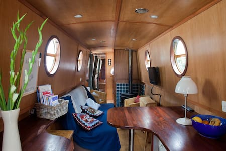 JESSIE the narrowboat in Little Venice