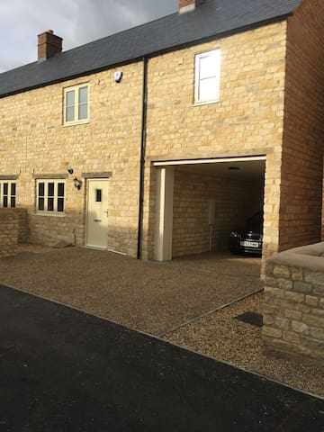 Cotswold 3 bed house for Silverstone events!