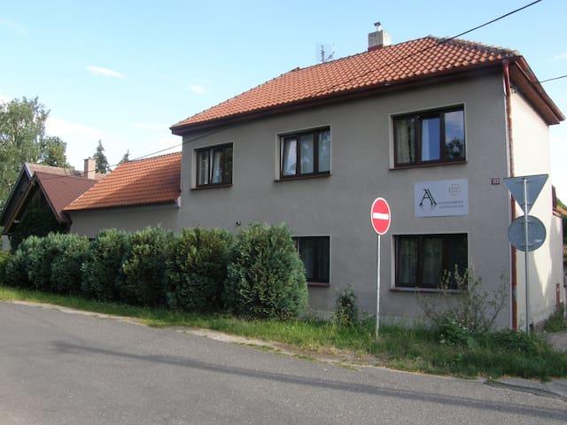 Kostomlaty nad Labem的民宿