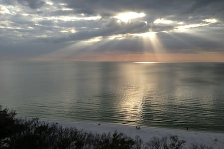 Waterfront condo - awesome view of Gulf of Mexico