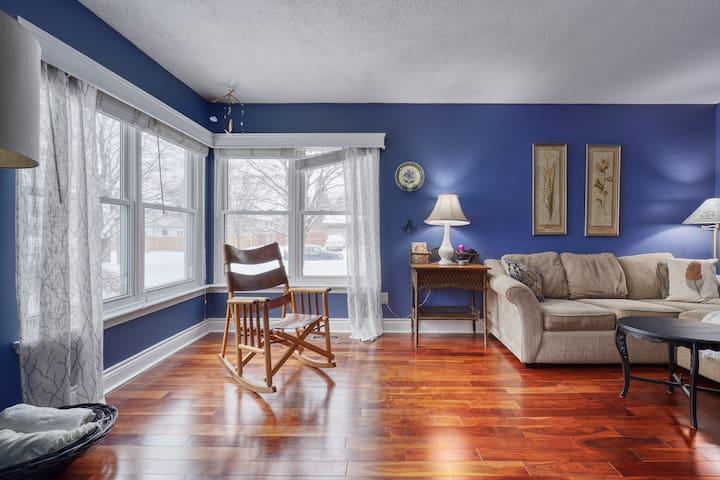 Beautiful, cozy 3 bedroom home in Kanata