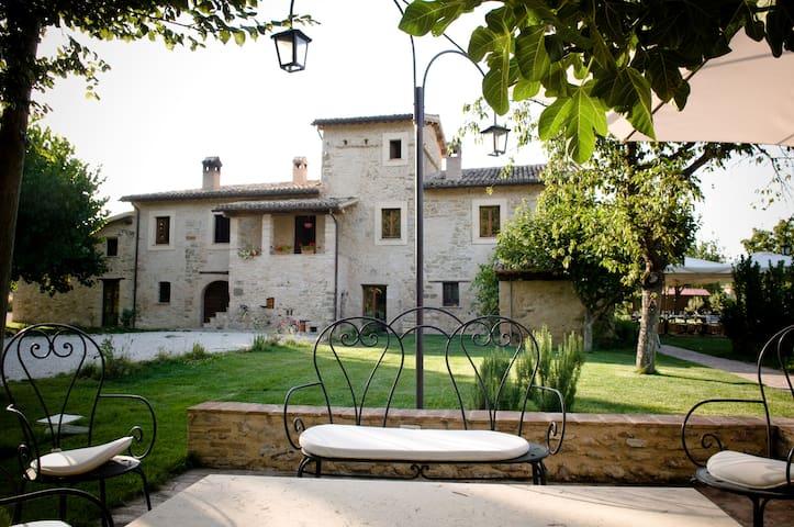 Castel Ritaldi的民宿