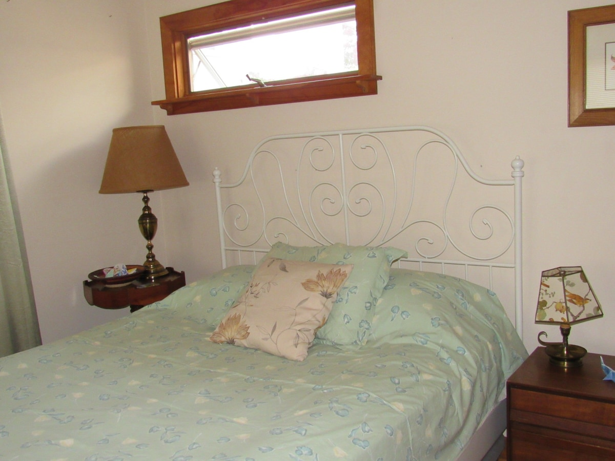 1BD minutes from downtown and UVA