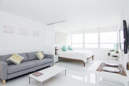 New 15th Floor Beachfront 180º Oceanview Apartment
