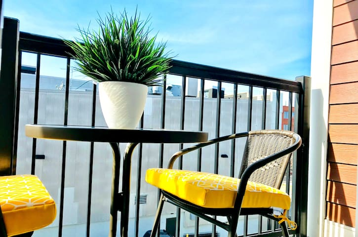 ⭐⭐⭐⭐⭐PRIVATE BALCONY, WEEKLY/MONTHLY STAYS WELCOME
