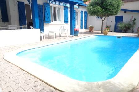 Charming villa with pool, 100 meters beach!