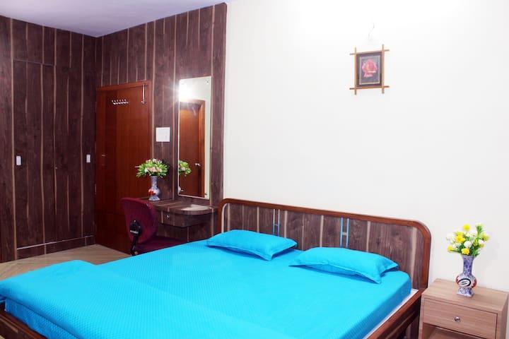 Deluxe AC Studio Family Room Attach Bath, Terrace