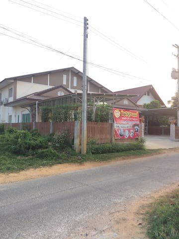 Tambon Rai Noi的民宿