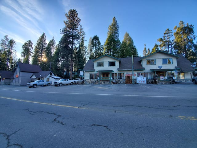 The Apres Ski Hut in Shaver Lake Village
