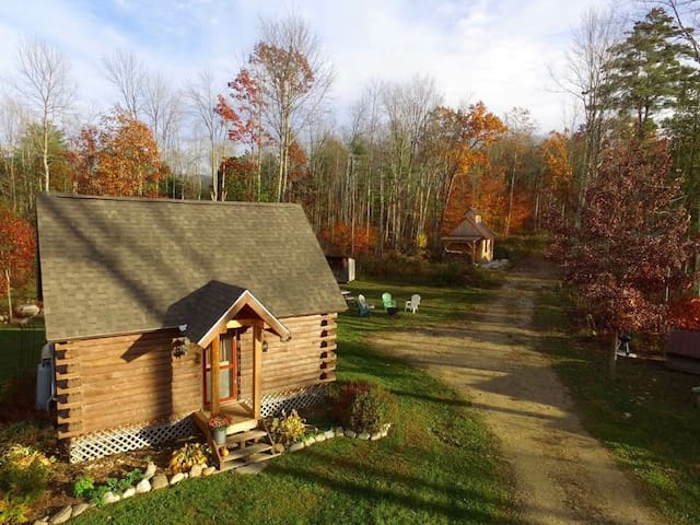 Log Cabin Getaway near Middlebury and Green Mtns