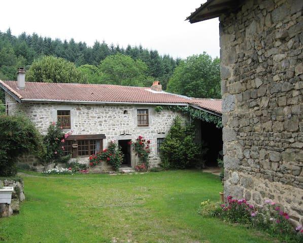 Celles-sur-Durolle的民宿
