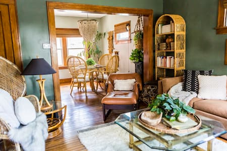 Boho Jungalow in the heart of Midtown Omaha