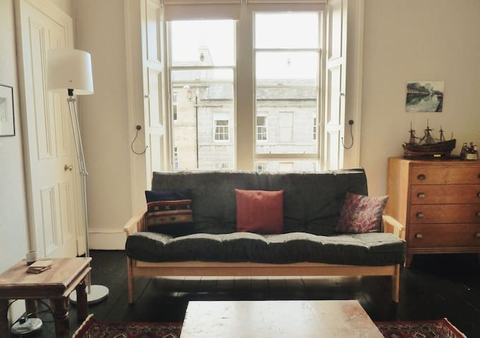 Stylish cosy flat, great location!