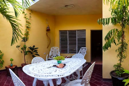 Private aprtmnt with 2 balconies! English spoken.