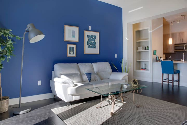 REMARKABLE 2BR APT IN HOTTEST SPOT IN UPTOWN