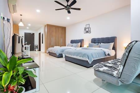 Modern Cottage @KSL JB   4-5Pax   #1中文房东   Netflix