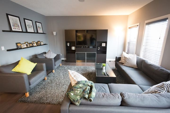 Large Executive 3 Bedroom South Edmonton
