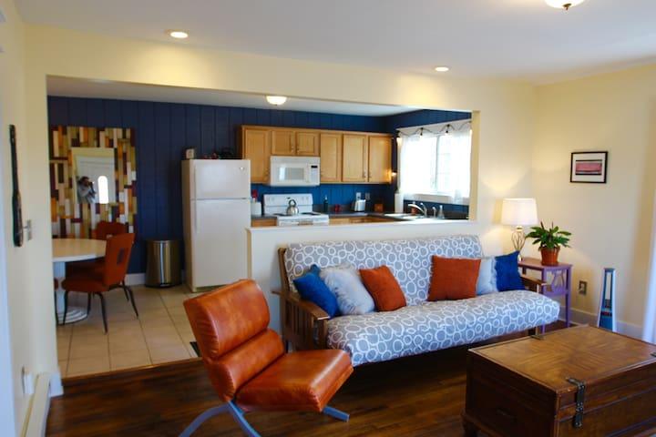 Fantastic Hip Apartment In Great Neighborhood!
