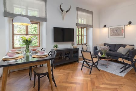 Riverview apartment in the historic city centre