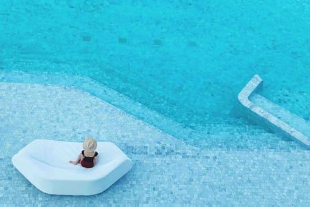 55Veranda /instagr国际网红打卡地/最美沙滩/惊艳泳池/中天夜市/螃蟹餐厅/水上市场