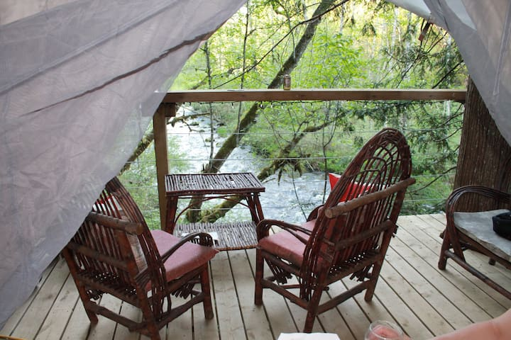 Golden Ears Glamping -Rivers Edge, Secluded & Safe