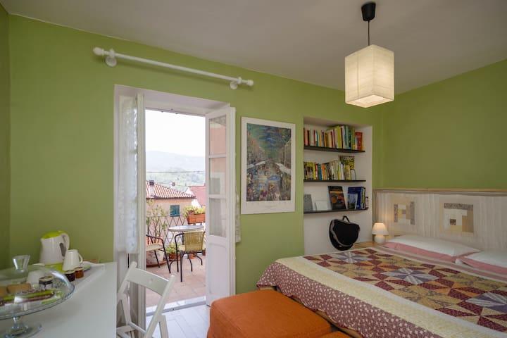 Double room with en-suite bathroom and balcony