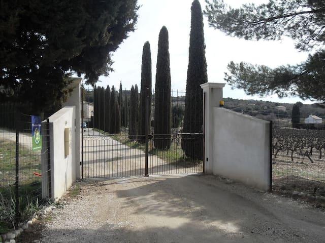 Crillon-le-Brave的民宿