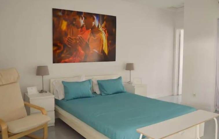 Amazing Studio with One Queen And Futon  l No Cleaning Fee