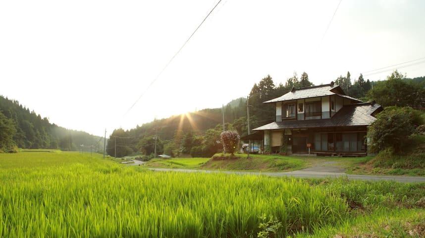 Cabinet maker's Guesthouse Hakoya 里山に暮らす箪笥職人の宿 はこや