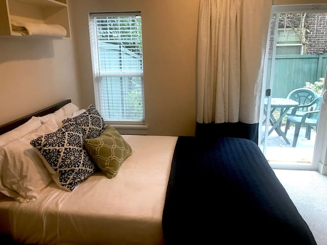 Private Suite -Space Needle, AC, & No Cleaning Fee