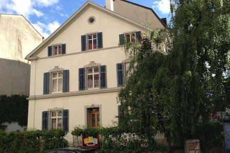 Basel: La Belle Maison, room N°2
