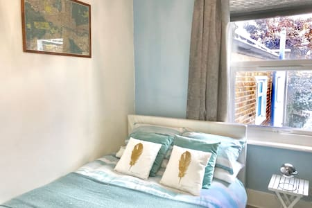 Bright double near station in Peckham zone 2