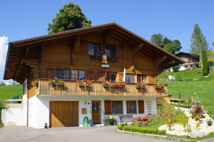 37th Heaven - Swiss Chalet. Sunrise room 2 beds