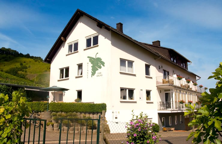 **Gästezimmer** im Weingut - Brennerei Emil Dauns