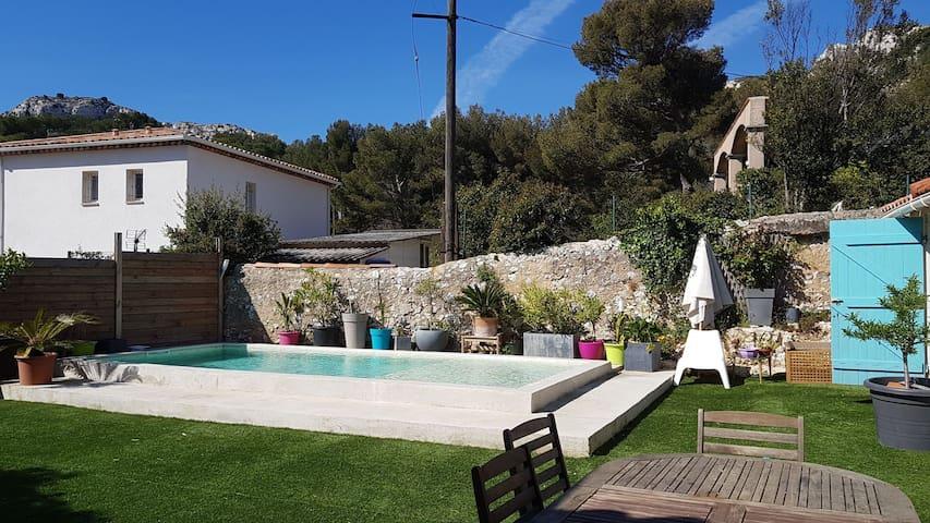 Villa avec piscine aire de jeu prox calanques