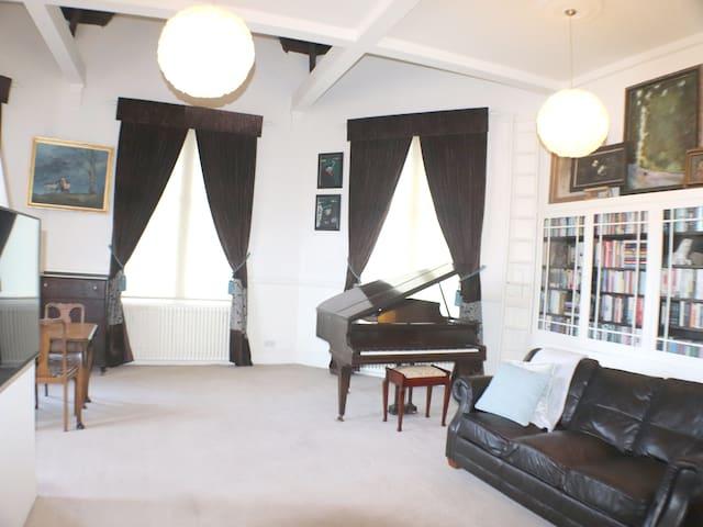 Stunning Huge Apartment -in Denton Holme, Carlisle
