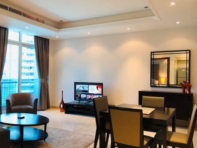 Luxurious one bedroom in Orra Marina