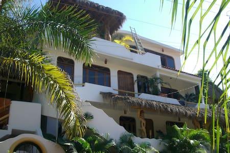 Casa Suenos del Mar, 2 bedroom Villa, by Beach