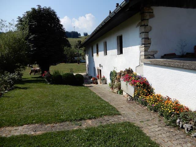 Mont-Tramelan的民宿