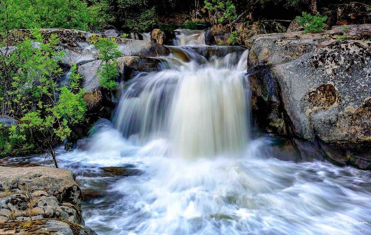 Waterfall Lodge near Yosemite