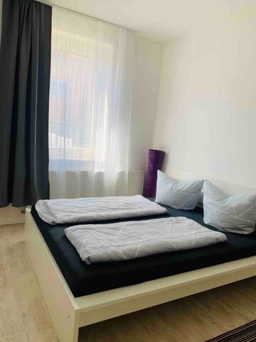 Moderne helle 3 Zi-Fe-Wohnung mit Kamin und Garten