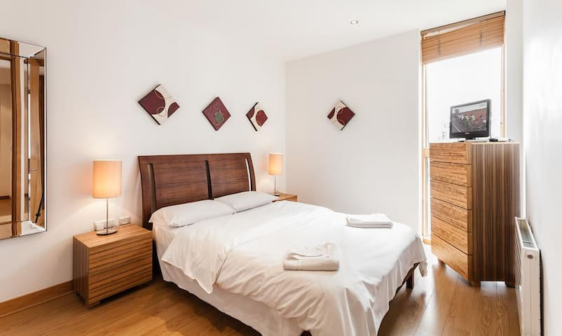 Central double bedroom, private bathroom & balcony