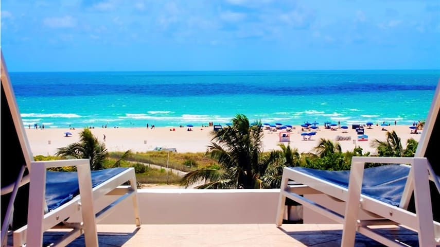 Ocean Dr Beachfront Studio, Ocean View Pool & Bar