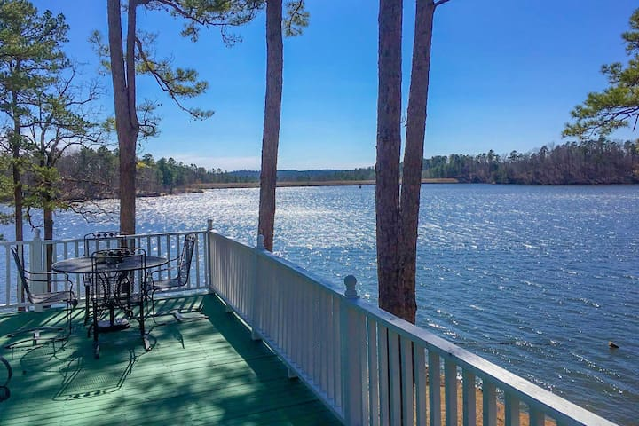 Harrod's Hideaway w/Deck+Dock on Lake Norrell