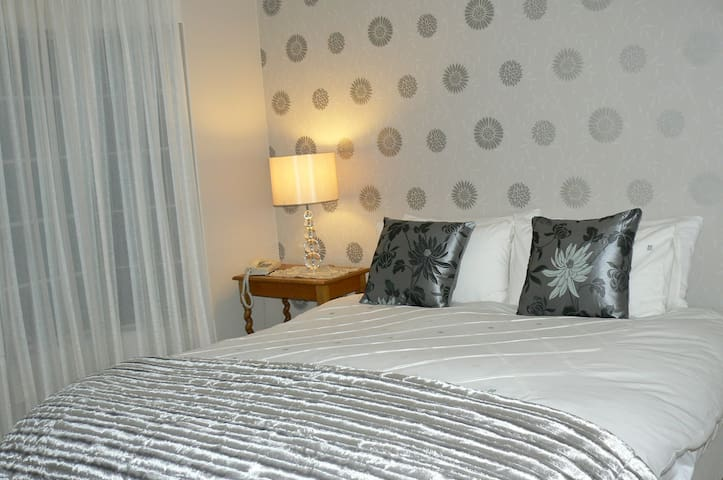 Furnished 3 bedroom Main House in Bloemfontein