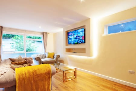 Luxury 3 Bed City-Centre House With Free Parking.