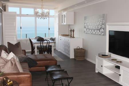 OCEAN VIEW, 3 bedrooms, Main Beach, Umhlanga Rocks