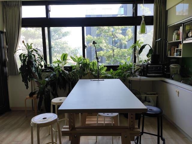 Beautiful Room in Quiet Neighborhood