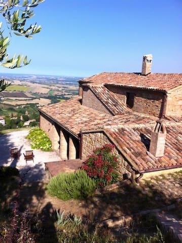 Mombaroccio的民宿